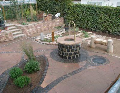 Brunnen in Terrasse